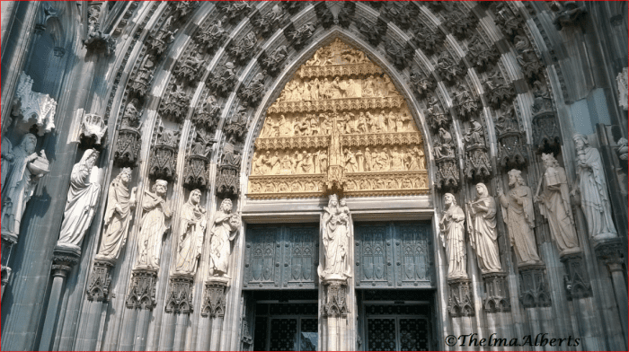 The main entrance of the Cologne Cathedral.