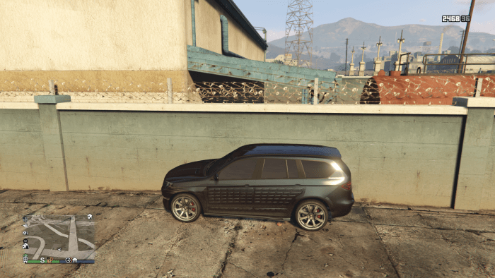 Parking an SUV, by this section of wall, will help your character climb up onto the roof.