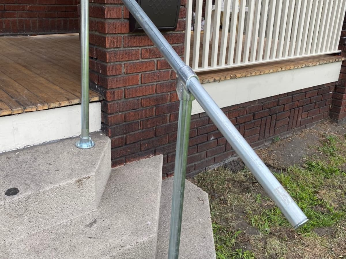 How To Build An Exterior Steel Handrail, How To Build A Wooden Handrail For Outdoor Steps