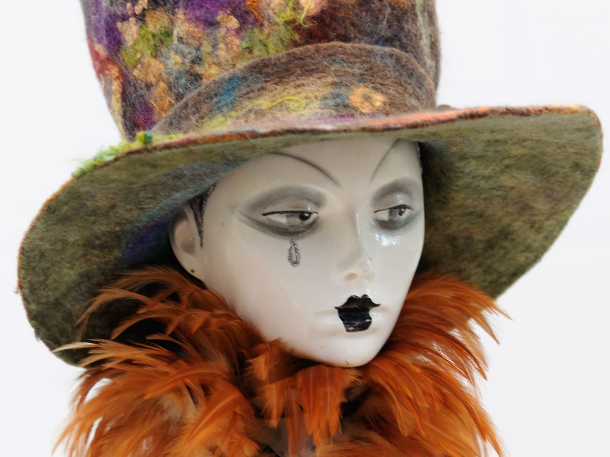How To Use A Plastic Hat Shaper To Make A Wet Felted Top Hat Feltmagnet Crafts