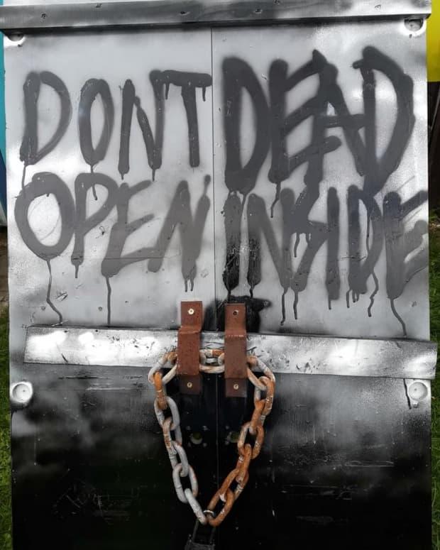 halloween-displays-zombies-the-walking-dead-door-scary-diy-decorations-make-your-own-front-yard-props