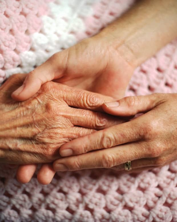 choosing-christmas-gifts-for-the-elderly