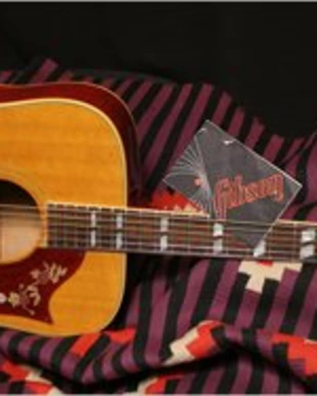 the-gibson-dove-guitar