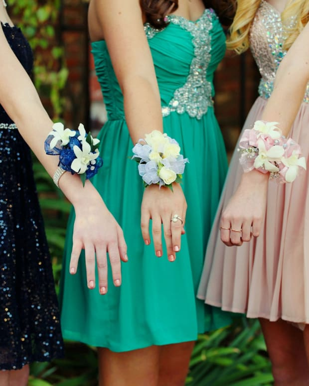 making-a-fresh-flower-corsage
