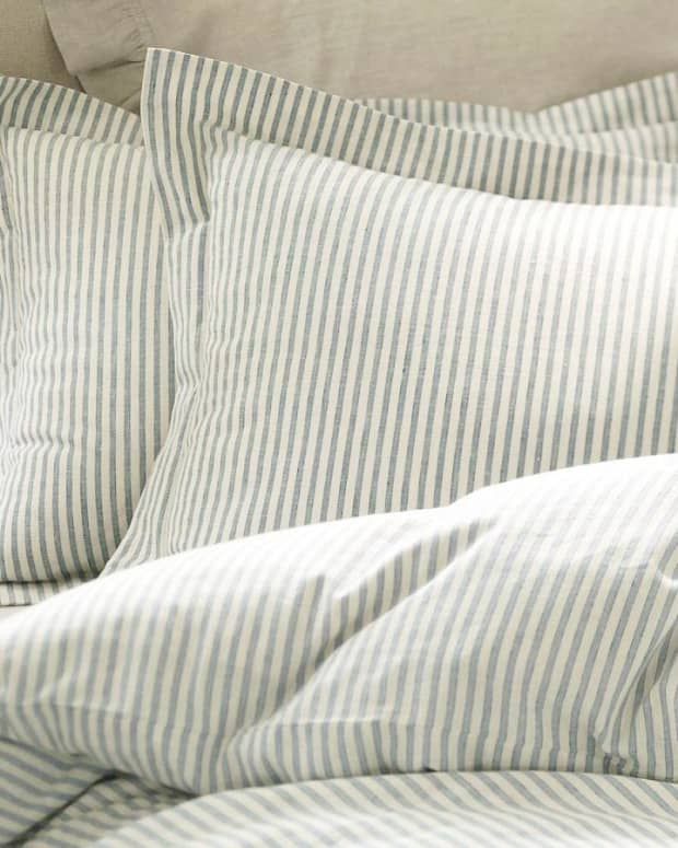 how-to-make-a-cheap-duvet-comforter-cover-using-flat-sheets