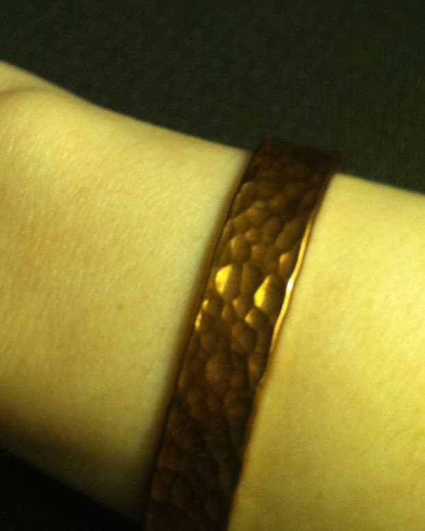 how-to-keep-inexpensive-jewelry-from-leaving-green-or-black-tarnish-marks-on-your-skin