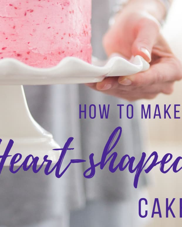 valentines-day-make-a-heart-shaped-cake-with-round-pan
