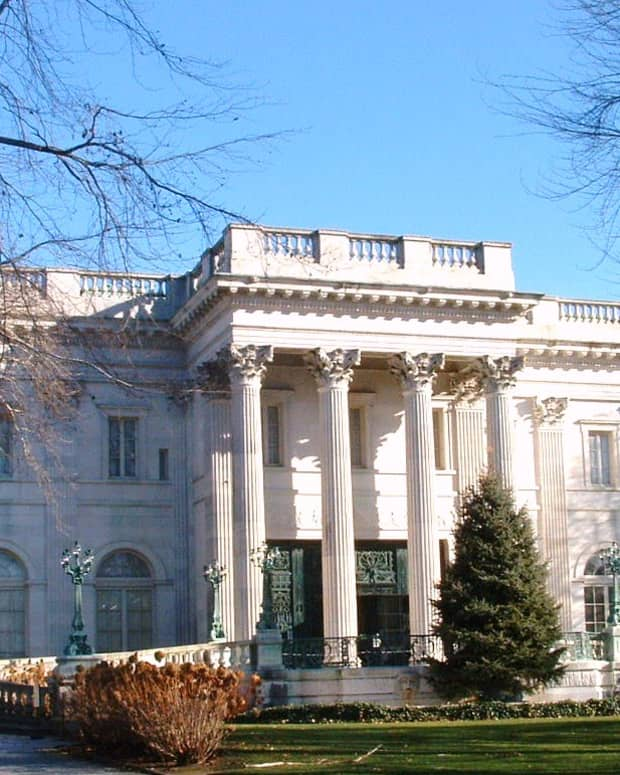 romantic-winter-getaway-newport-rhode-island-mansion-tours