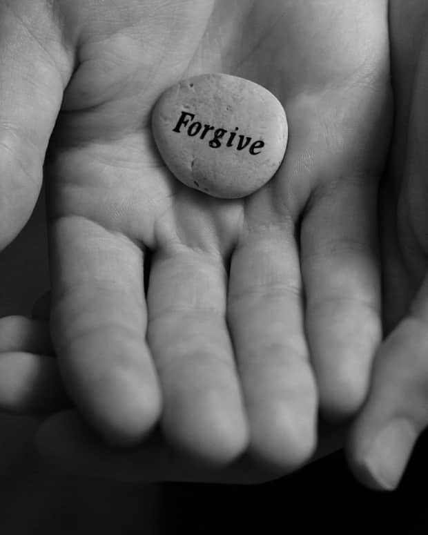 to-forgive-and-forget-is-it-even-possible-in-the-internet-age