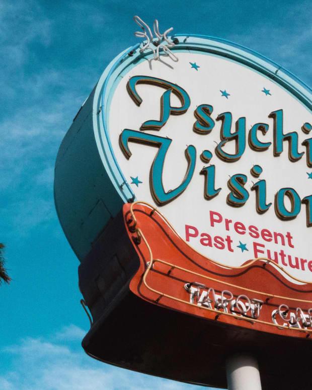 13-things-fake-psychics-say
