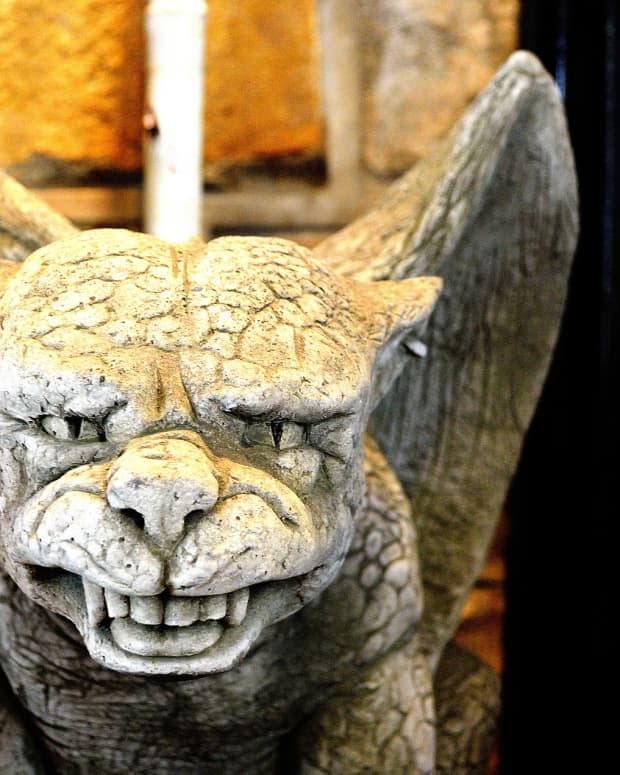 3-types-of-gargoyle-statues-for-your-garden