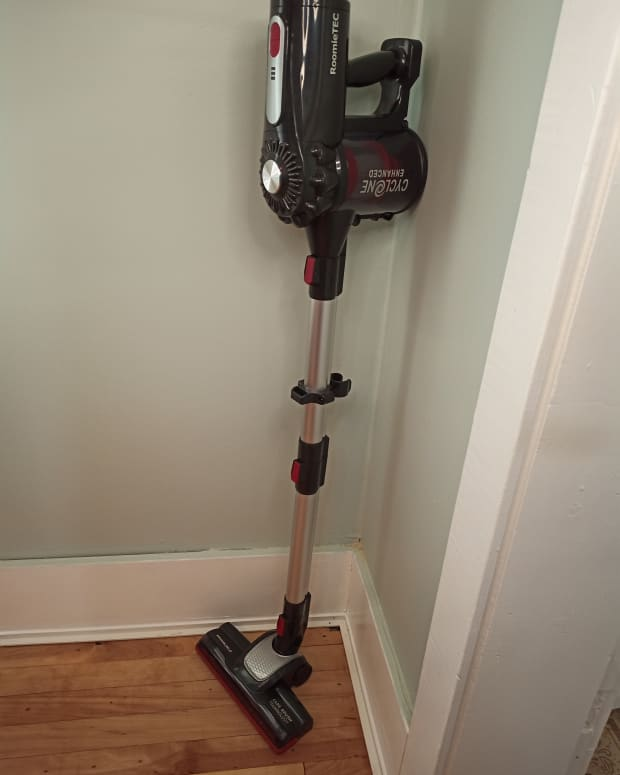review-of-the-roomie-tec-cordless-stick-vacuum