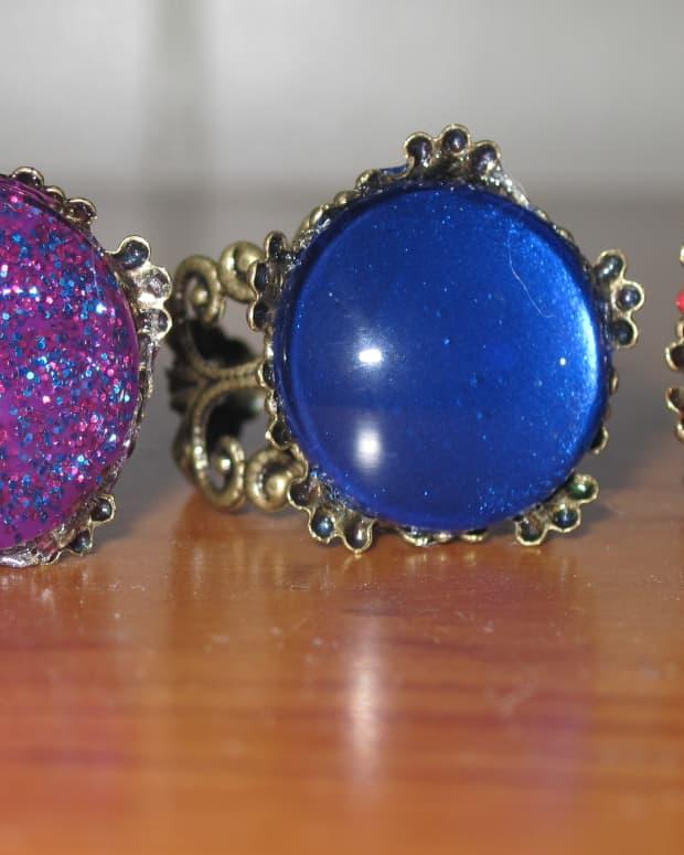 how-to-make-beautiful-jewelry-with-nail-polish