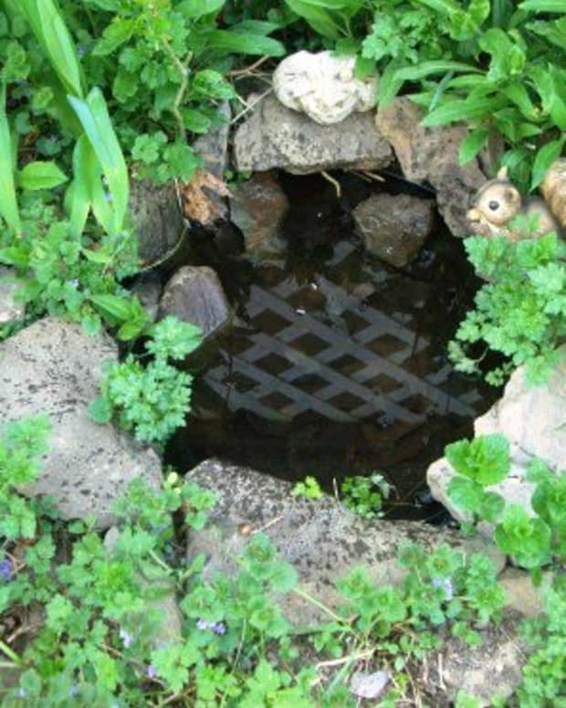 how-to-make-a-5-minute-pond-to-pretty-up-a-flowerbed