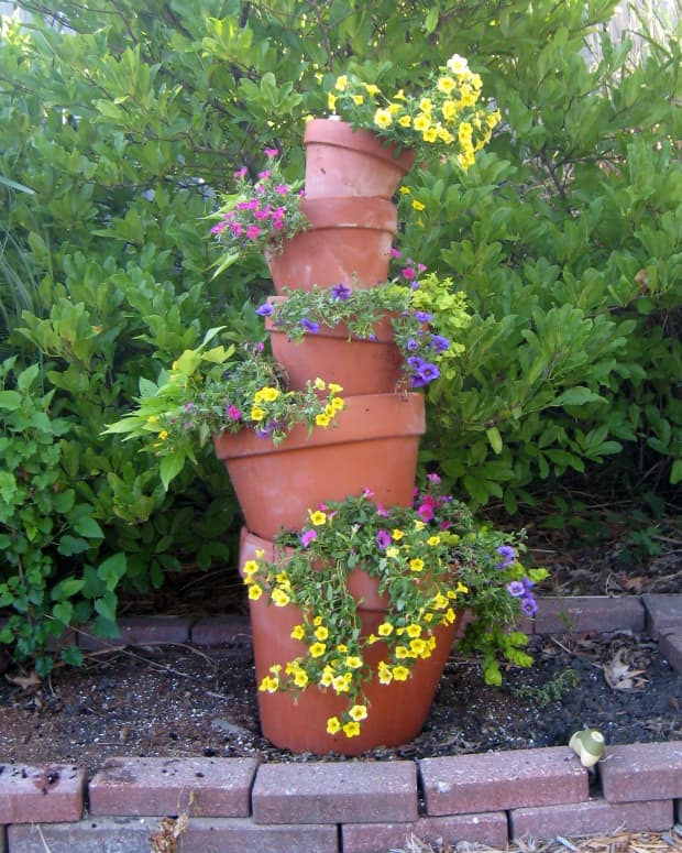 how-to-make-a-crooked-terra-cotta-pot-flower-tower-with-annuals