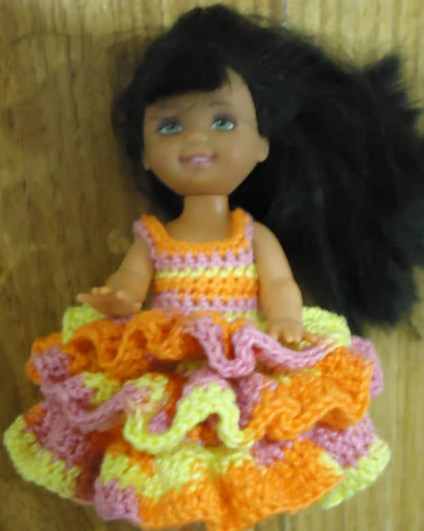 barbie-doll-crochet-clothes-peplum-dress-a-free-pattern