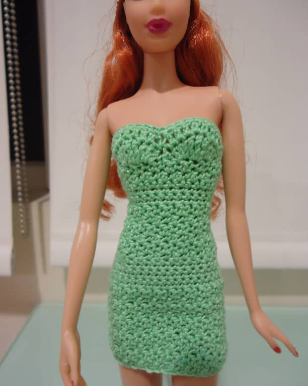 barbie-doll-crochet-clothes-strapless-bodycon-dress-a-free-pattern