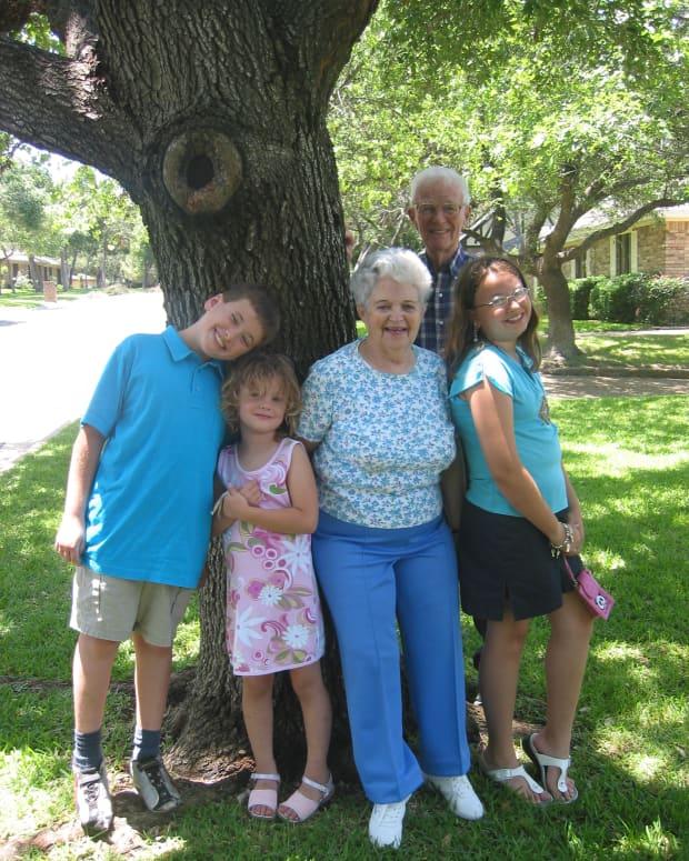 symptoms-of-advanced-alzheimers
