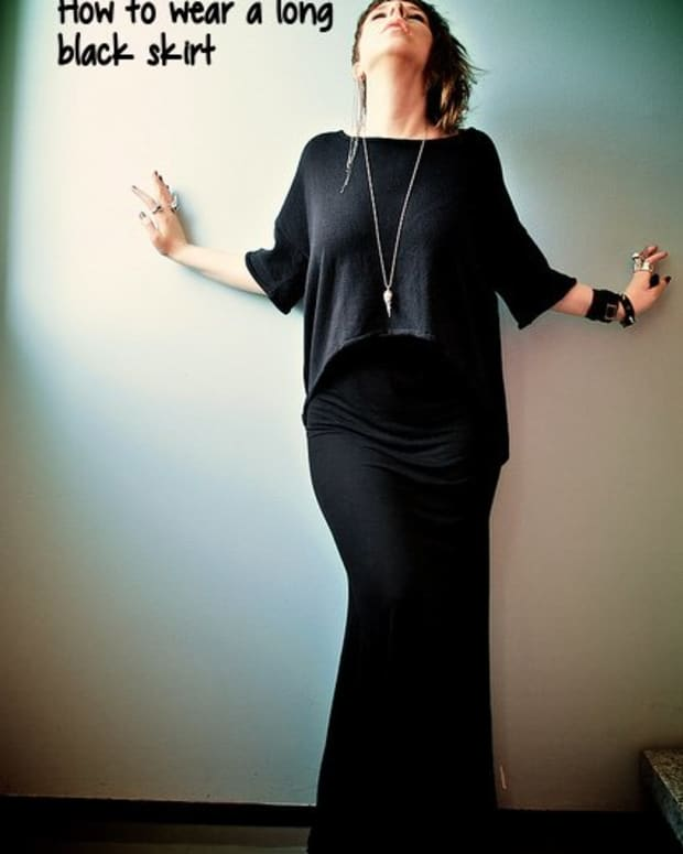 how-to-wear-a-long-black-skirt