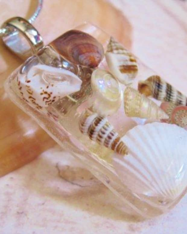 how-to-make-a-seashell-epoxy-resin-necklace-crafts-with-seashells