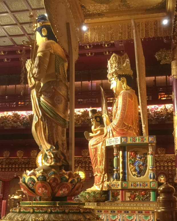 a-visit-to-the-buddha-tooth-relic-temple-in-singapore
