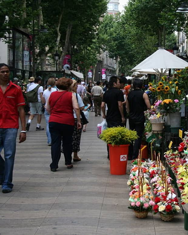 what-to-see-in-barcelona-las-ramblas-street-entertaiment-and-more