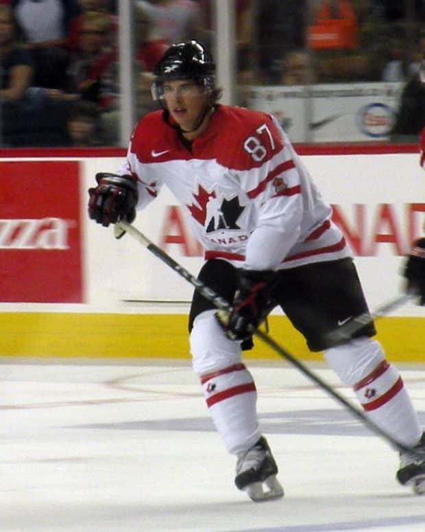 how-to-do-a-toe-drag-with-a-hockey-stick