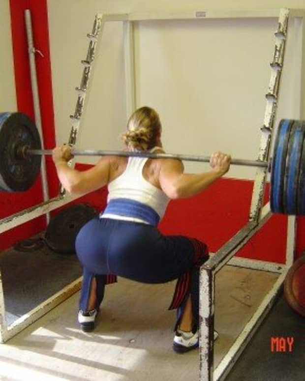 whats-the-better-exercise-squats-vs-hack-squats