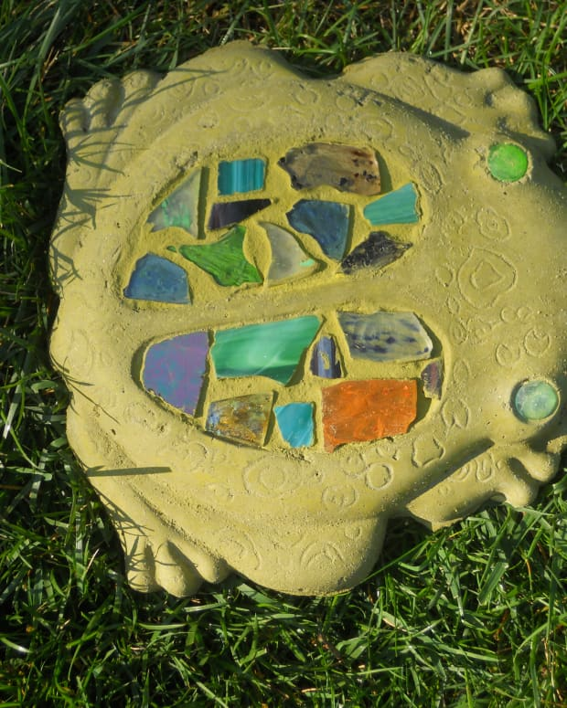 how-to-make-a-garden-mosaic-stepping-stone