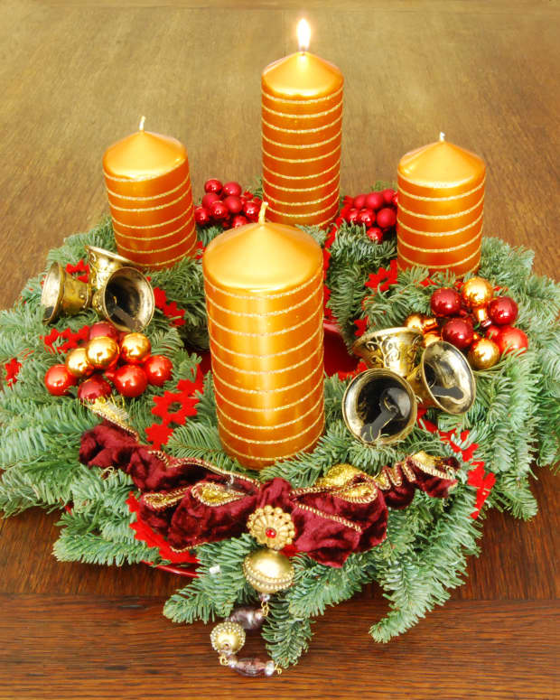 the-meaning-of-advent-celebrate-with-calendar-candles-wreath