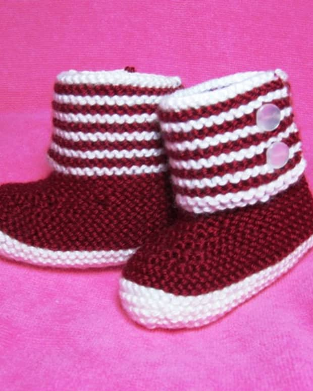 free-knitting-pattern-boot-style-red-and-white-baby-booties