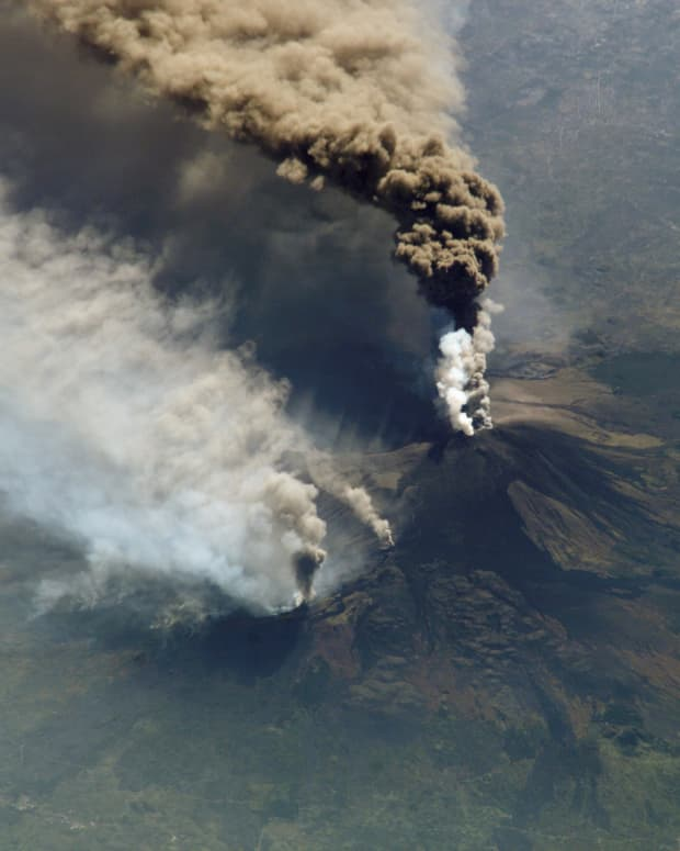 visitors-guide-italys-active-volcanoes