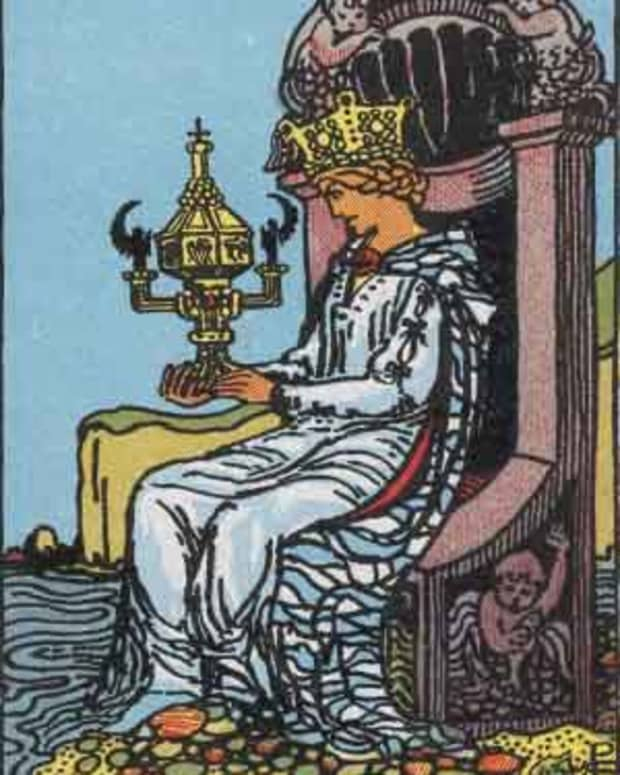 court-cards-queen-of-cups