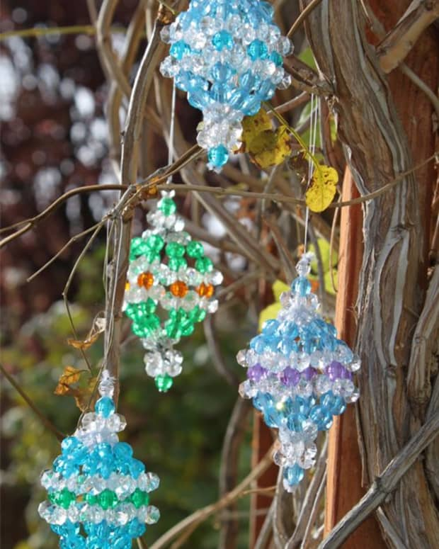 a-unique-beaded-ornament-christmas-ball-pattern
