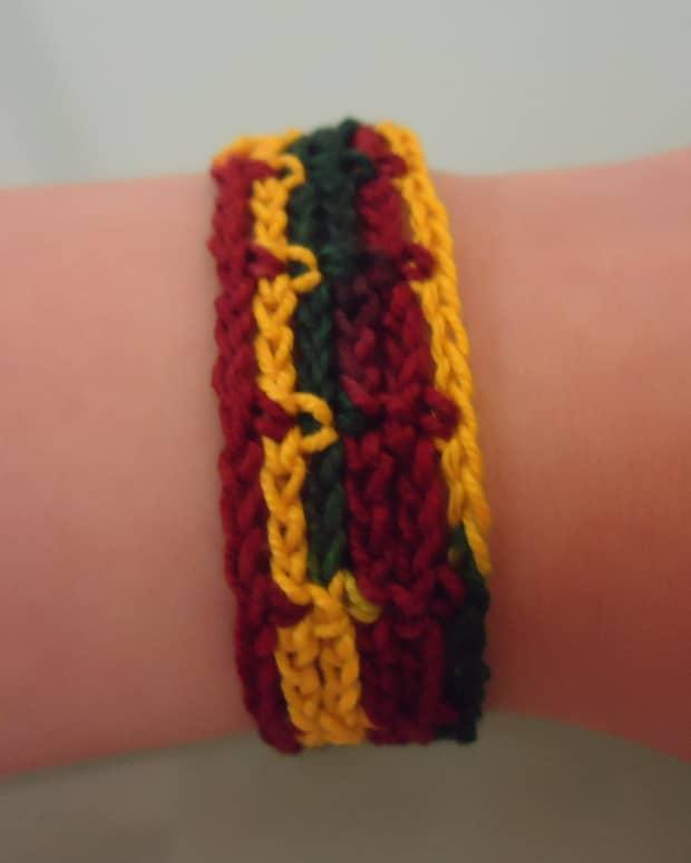 easily-adjustable-bracelet-free-crochet-pattern