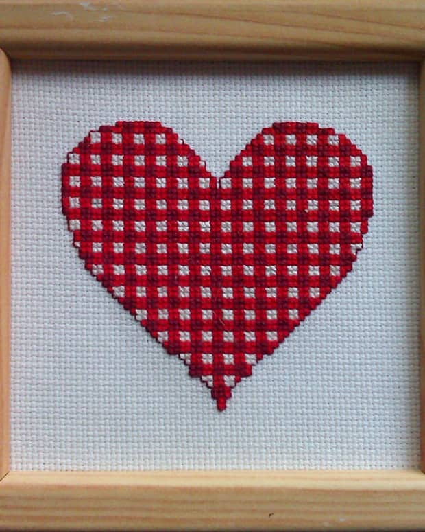 free-gingham-cross-stitch-valentines-heart-pattern
