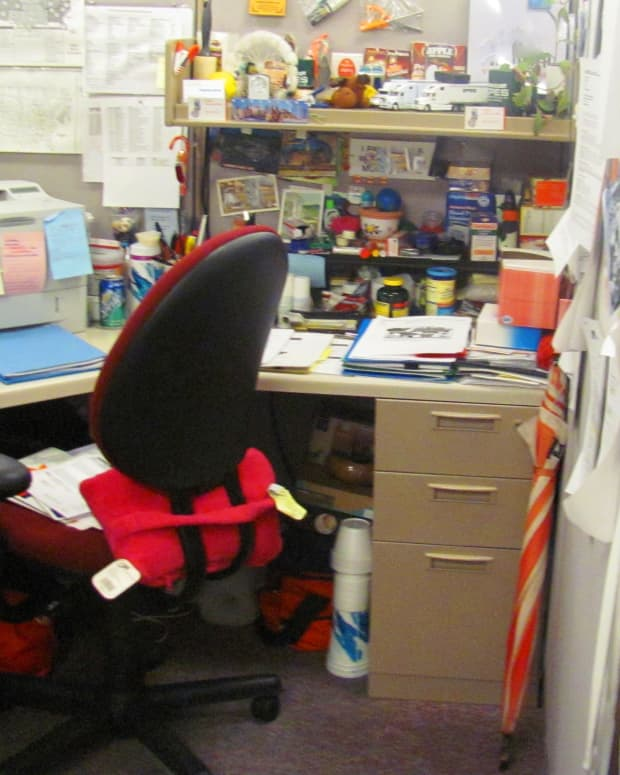 how-do-you-display-cubicle-courtesy-at-work
