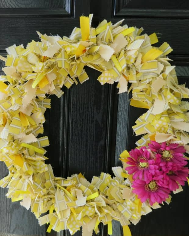 diy-craft-how-to-make-a-scrap-fabric-welcome-wreath