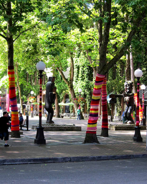 what-is-yarn-bombing
