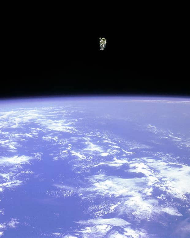 unidentified-flying-humanoid-sightings-and-theories