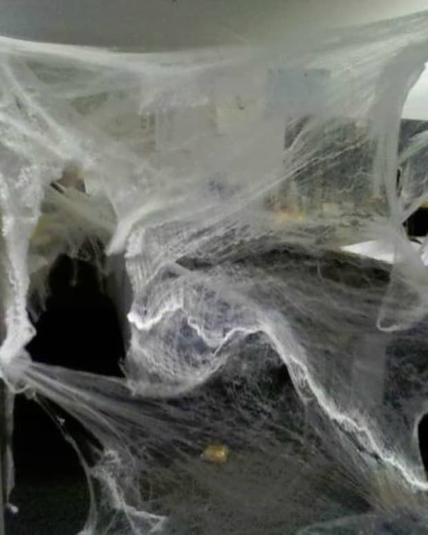 ways-you-can-tell-your-office-is-haunted