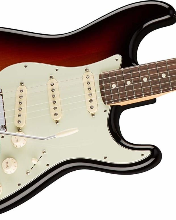 fender-stratocaster-vs-telecaster-sound-differences-and-specs