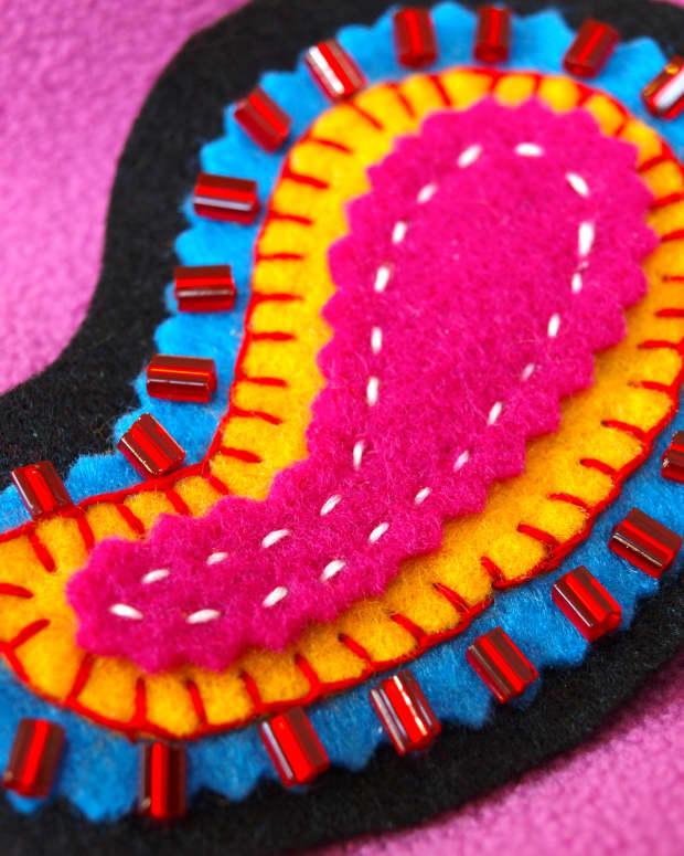 felt-crafts-how-to-make-a-felt-brooch