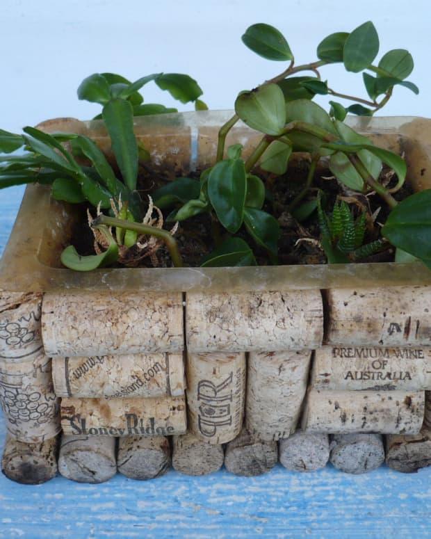 -wine-bottle-cork-crafts-diy-wine-cork-box-planter