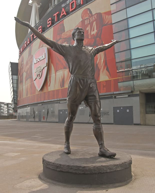 top-ten-football-club-statues