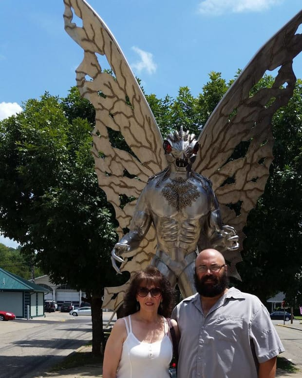 true-mysteries-of-time-and-space-the-mothman-and-indrid-cold