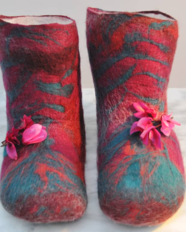how-to-make-wet-felted-slippers-or-boots-with-duct-tape-shoe-lasts
