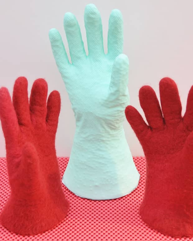 how-to-make-wet-felted-gloves-with-fingers-and-thumbs