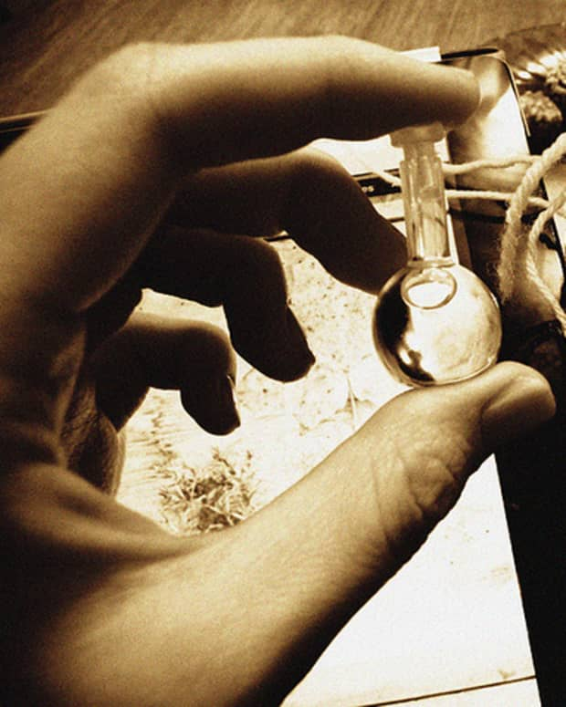 diy-body-spray-and-perfume-using-essential-oils