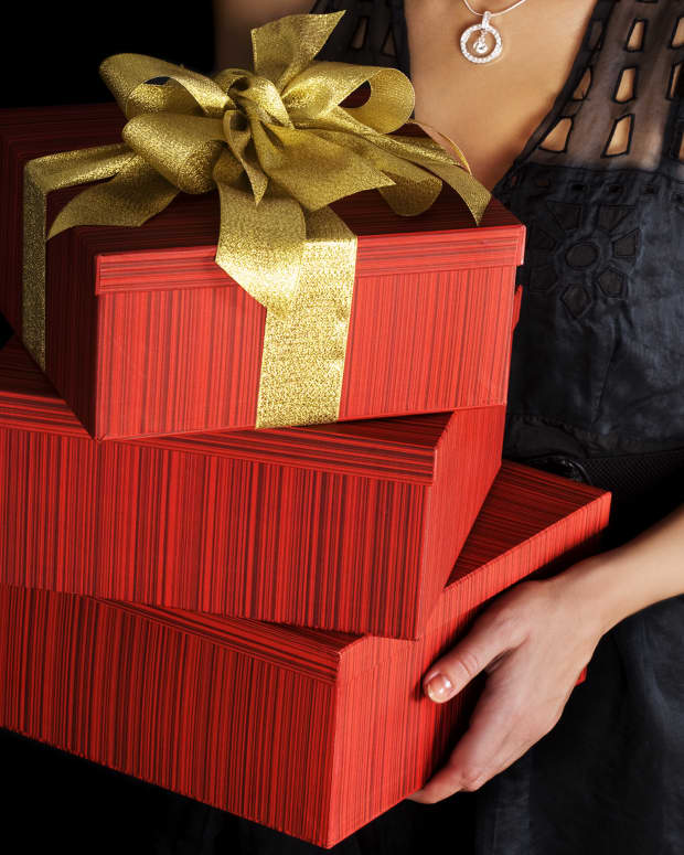 christmas-gifts-for-coworkers-and-employees